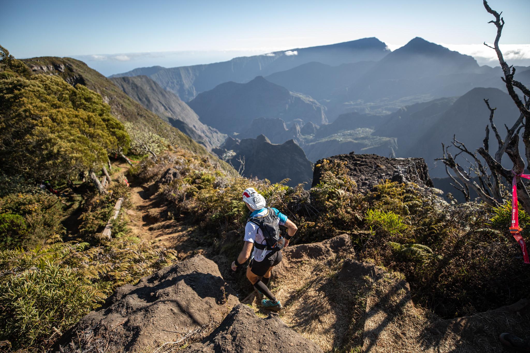 Photo du Grand Raid de la Réunion, vue de Mafate depuis le Maido (c) Mickaël Mussard Photographe