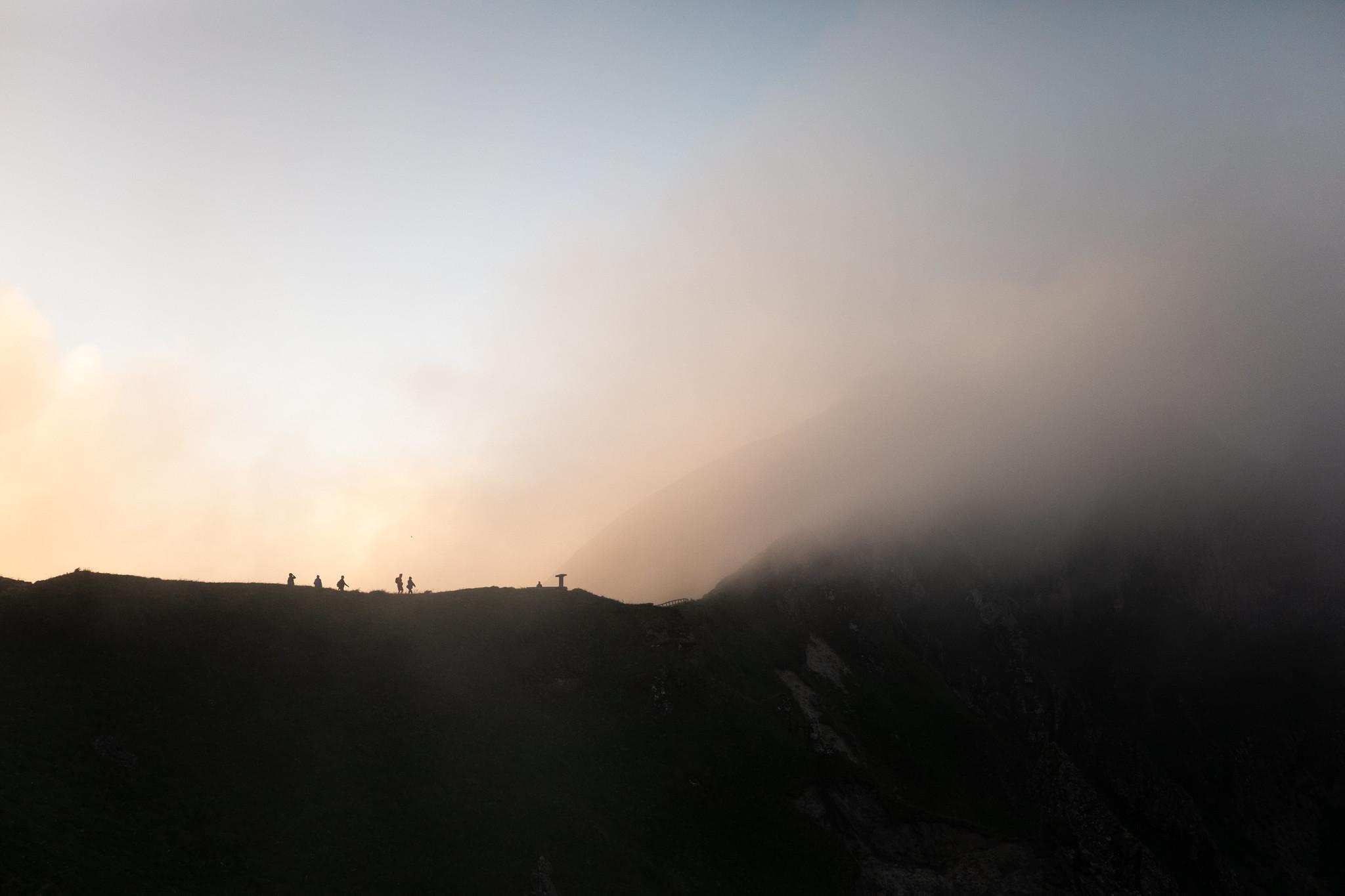 Photo de randonnée : ombres sur les crêtes du Sancy (c) Mickael Mussard Photographe